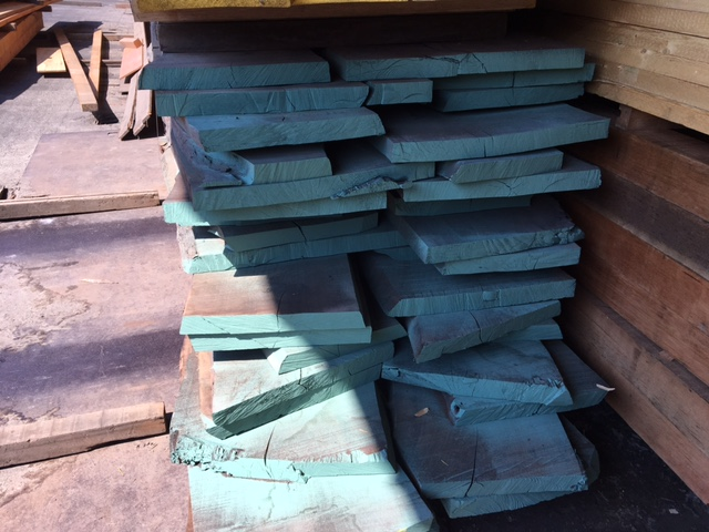 Europees noten hout ongekantrecht